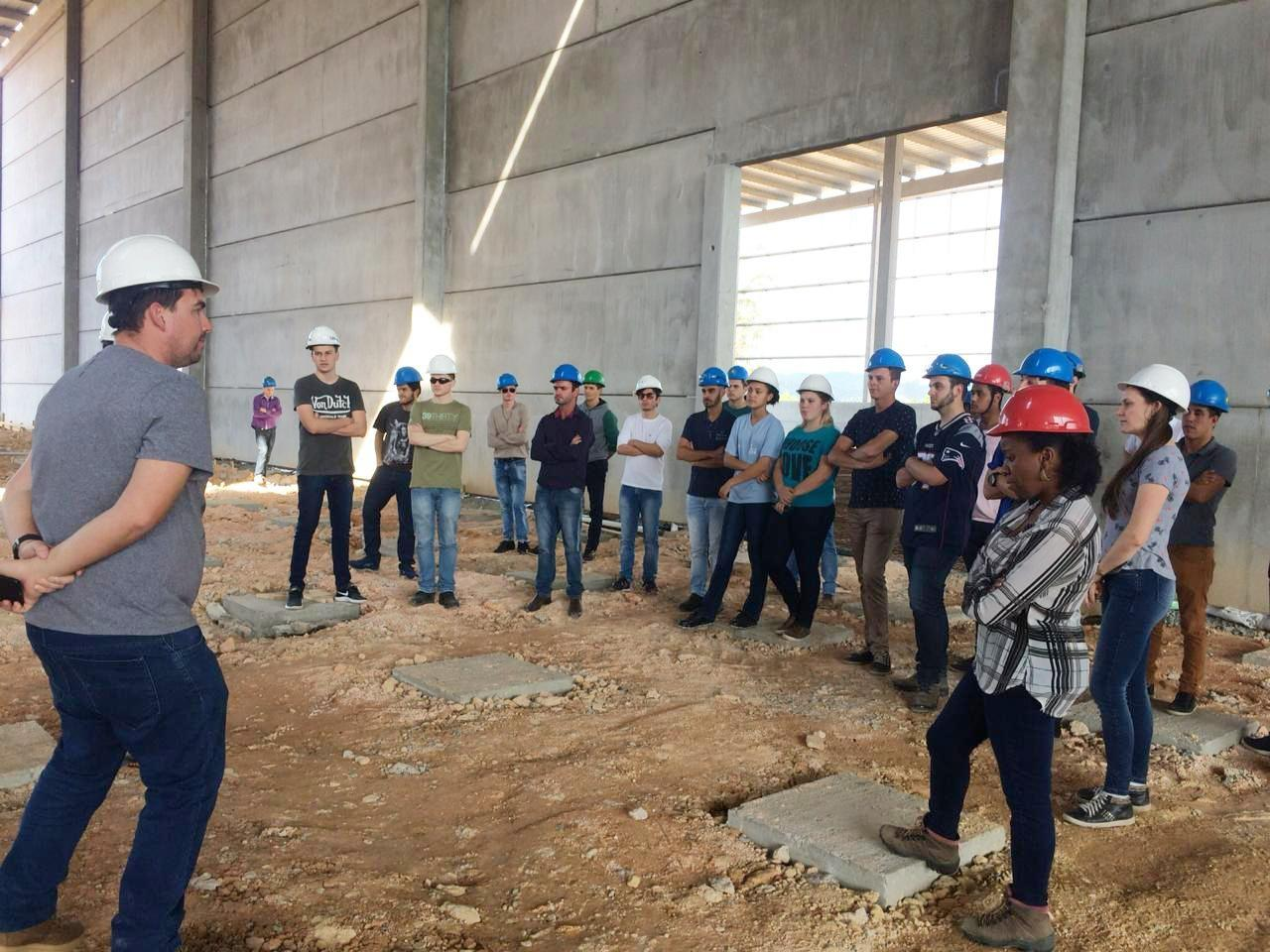A PROAÇO realizou uma visita técnica em suas obras com um grupo de colaboradores.