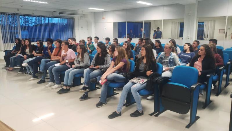 Alunos do Curso Profissionalizante em Gestão Administrativa PROGESC realizam visita técnica.