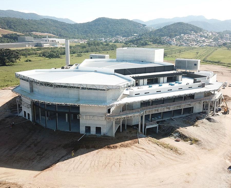 Construção estrutural do maior centro multiuso do Sul do País