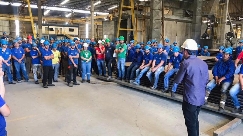 Diretor Industrial da Proaço se reúne com a equipe do parque fabril.