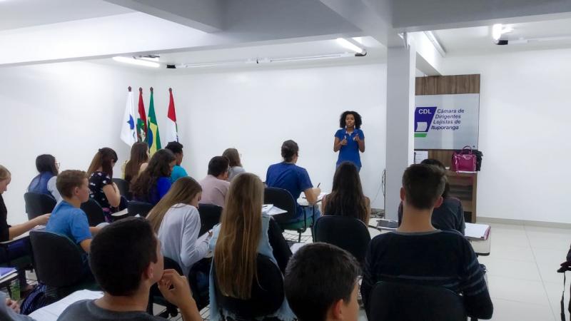 Proaço participa de bate-papo sobre inserção de jovens entre 14 e 17 anos no mercado de trabalho.