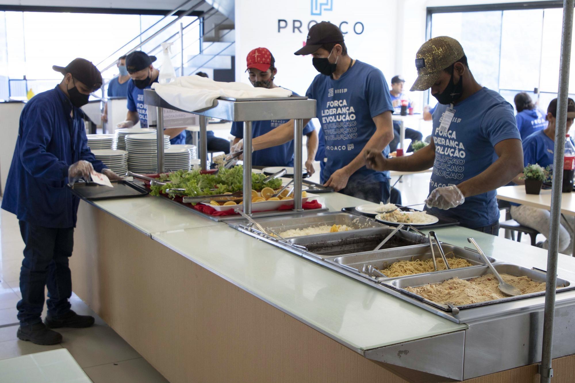 PROAÇO promove almoço especial para comemorar o Dia do Trabalhador.