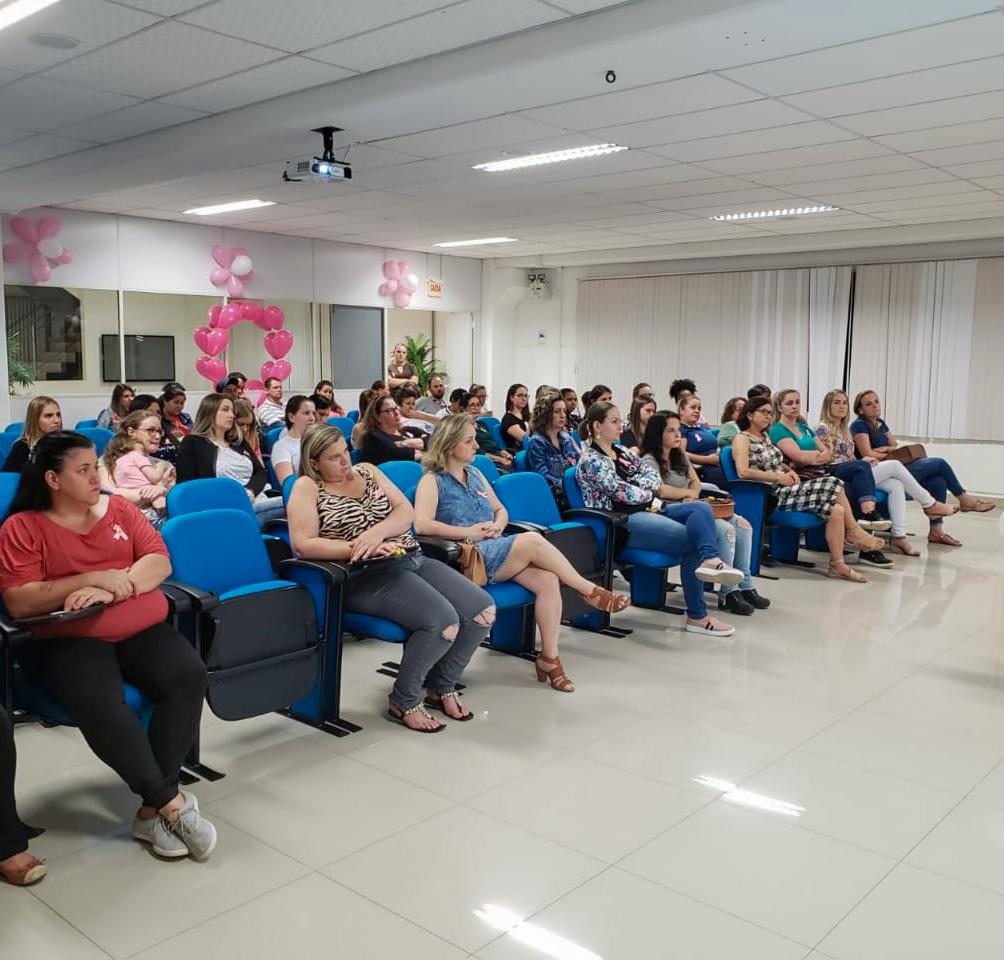 PROAÇO promove palestra de prevenção ao câncer de mama e câncer de colo de útero.
