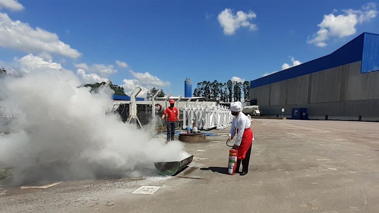 PROAÇO realiza capacitação de combate a incêndio.
